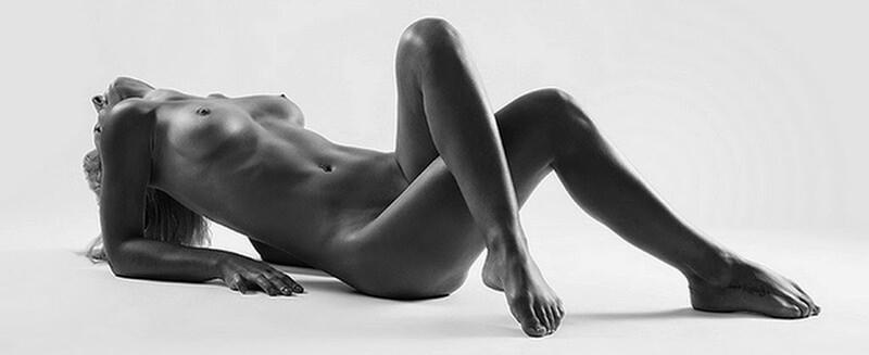 Mujer desnuda tumbada